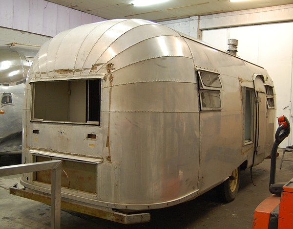 1952_airstream_flying_cloud_22ft_door.jpg