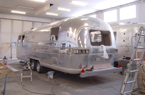 75_Airstream_Sovereign_at_work.jpg