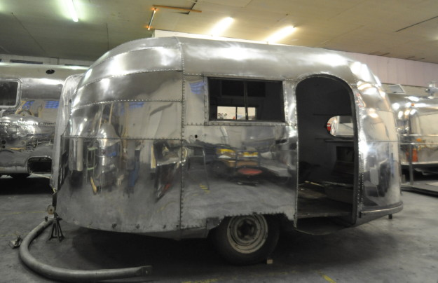 16ft_1948_airstream_weewind_f.jpg