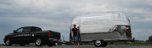 Dodge_RAM_pick_up_40s_Airstream.jpg