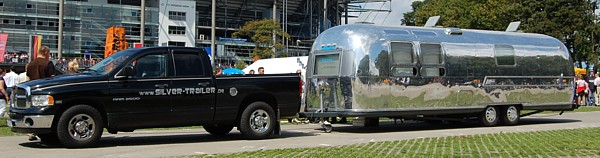 Gespann_Airstream_Dodge_Pickup.jpg