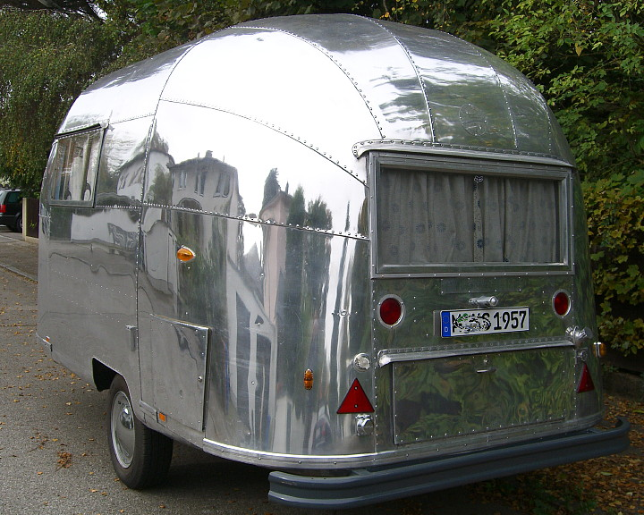airstream mini wohnwagen 16 foot 5 0 meter zu verkaufen for sale eu wide safe. Black Bedroom Furniture Sets. Home Design Ideas