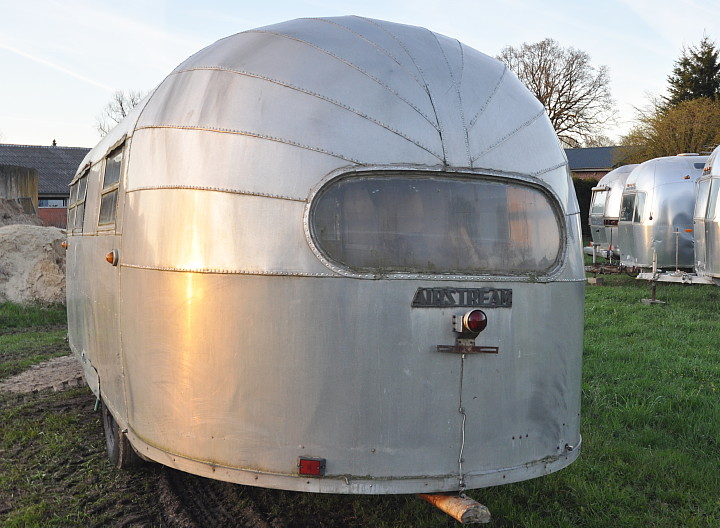 22ft_Airstream_Liner_1947_in_Germany.jpg