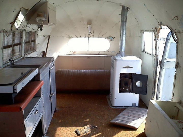 front_interieur_airstream_liner.jpg