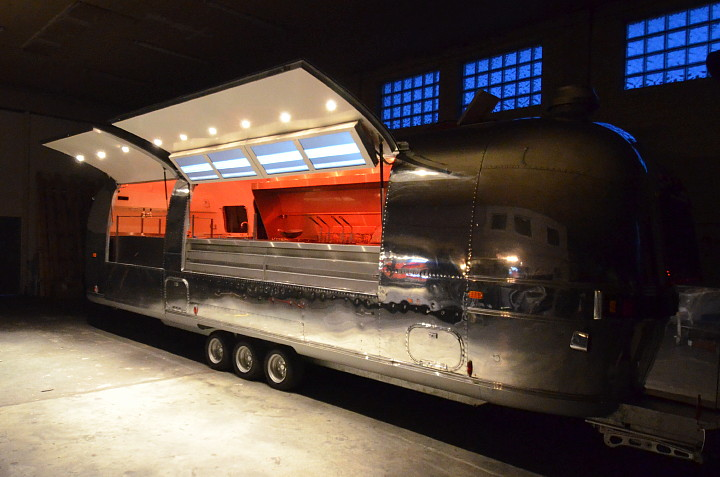 Airstream4u_Gastrotrailer_RGB_LED.jpg