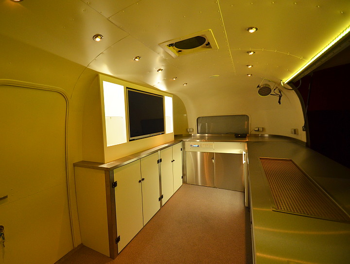 interior_cocktail_bar_airstream4u.jpg