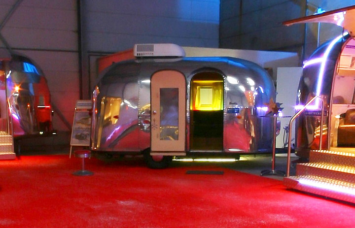 16_feet_airstream_bambi_1961_at_a4u_showroom.jpg