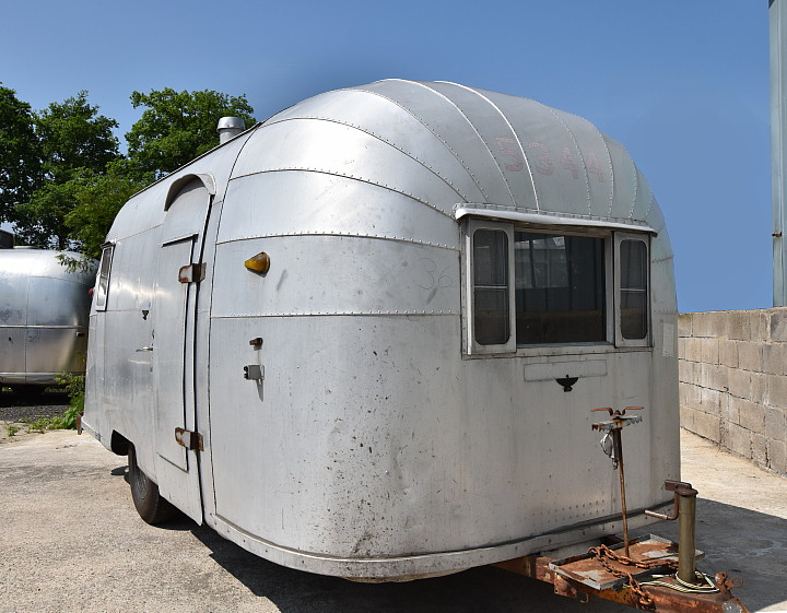 18_Feet_1954_Airstream_Vintage_Wanderer_a.jpg