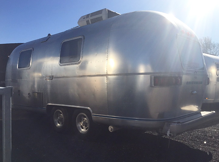 23ft_airstream_safari_1975_just_arrived_a.jpg