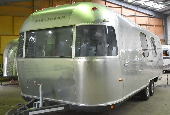 airstream_oxygen_bar_front.jpg
