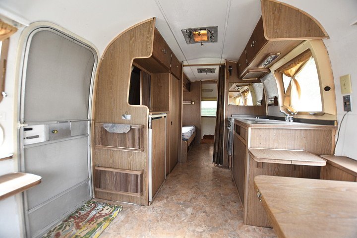 airstream_tradewind_70s_interior2.jpg