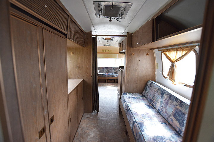 airstream_tradewind_70s_interior3.jpg