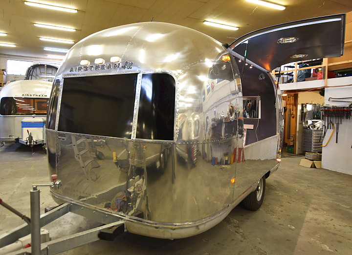 18ft_airstream_cocktail_food_trailer_1969.jpg
