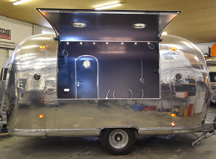 18ft_airstream_cocktail_food_trailer_1969_a.jpg