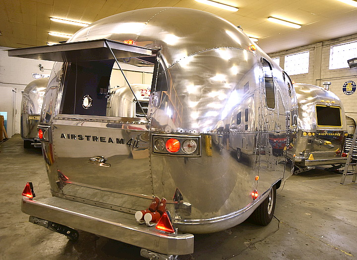 18ft_airstream_cocktail_food_trailer_1969_b.jpg