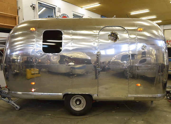 18ft_airstream_cocktail_food_trailer_1969_c.jpg