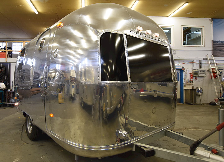 18ft_airstream_cocktail_food_trailer_1969_d.jpg