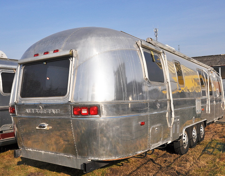 34ft_airstream_excella_1982_vintage_trailer_rear.jpg