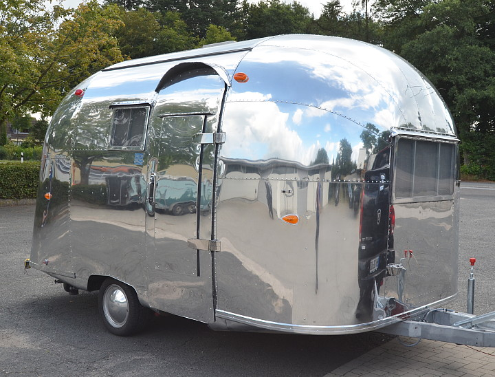 16_ft_Airstream_Pacer_1960_b.jpg