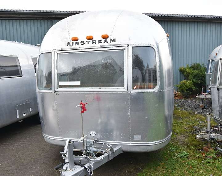 72airstream_globetrotter_21ft.jpg