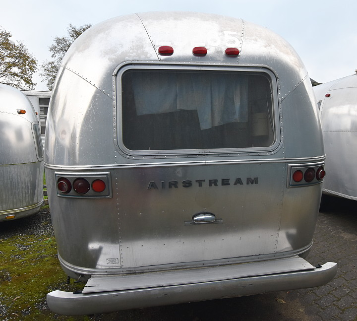 72airstream_globetrotter_21ft_a.jpg