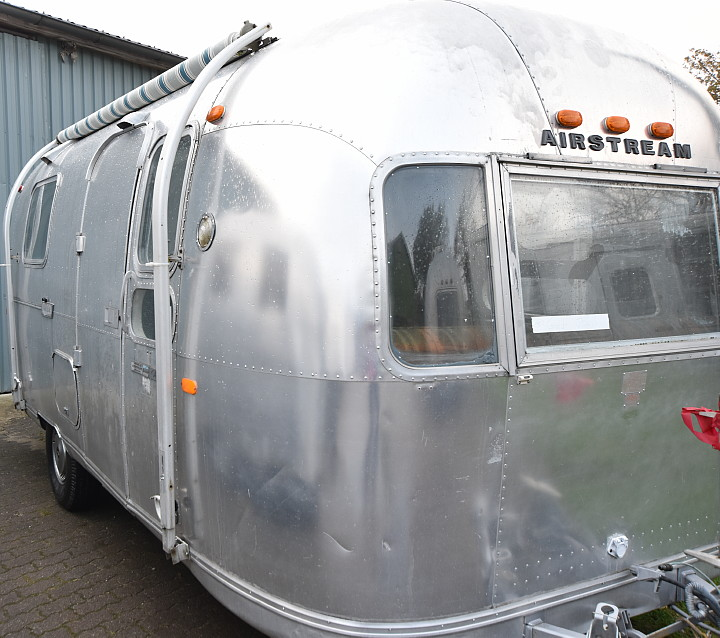 72airstream_globetrotter_21ft_b.jpg
