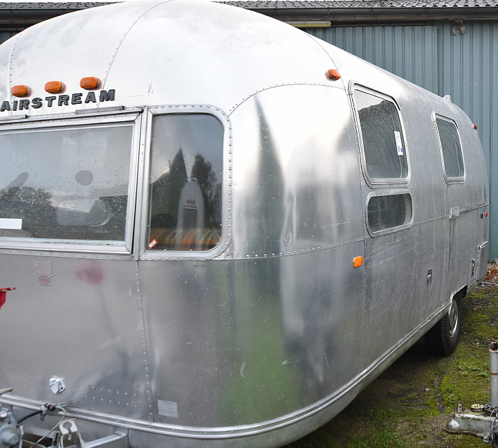 72airstream_globetrotter_21ft_c.jpg