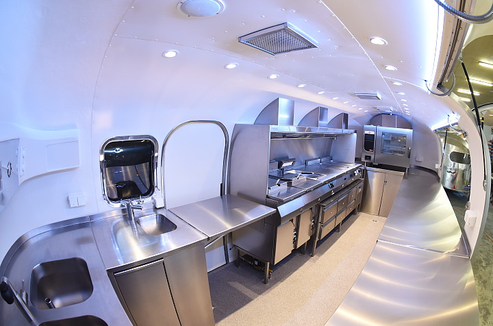 MKN_mobile_kitchen_airstream4u_e.jpg