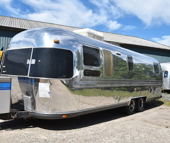 airstream_excella_1000_31ft_b.jpg