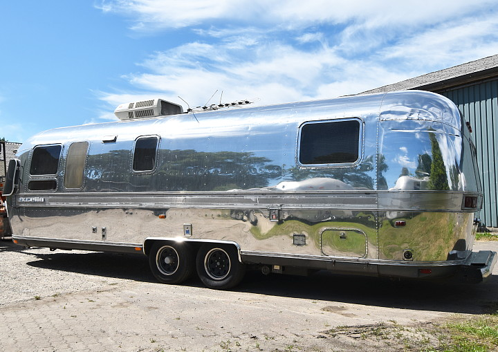 airstream_excella_1000_31ft_c.jpg
