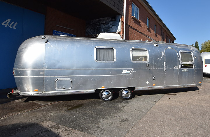 airstream_sovereign_1971_a.jpg