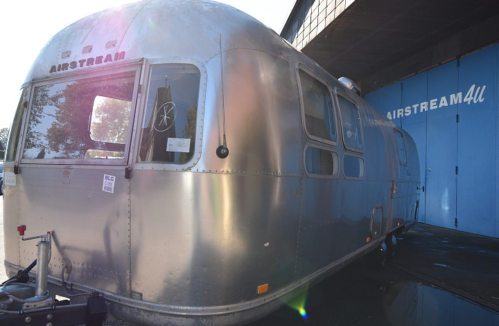 airstream_sovereign_1971_c.jpg