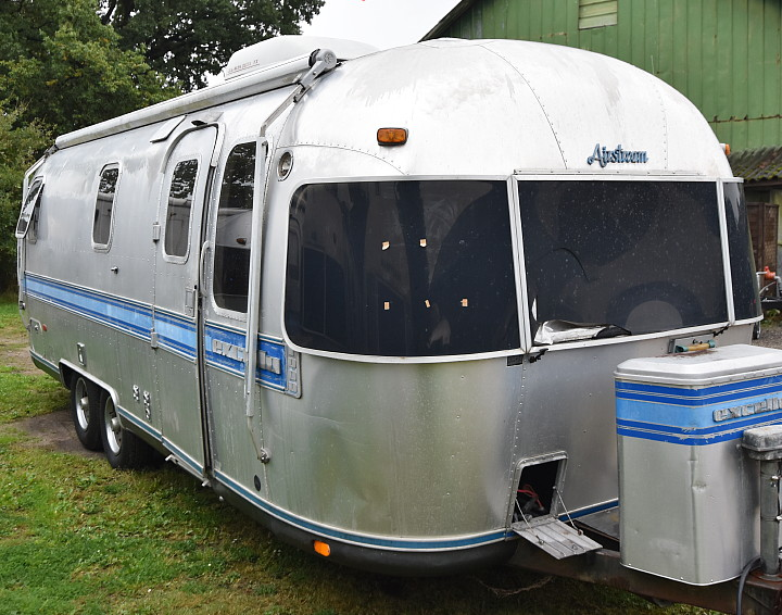 1987_airstream_excella_25ft_ponorama_front.jpg